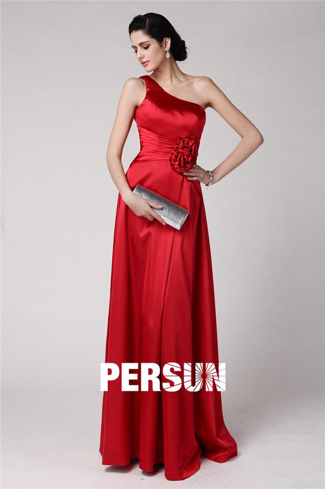 robe de soirée longue rouge asymétrique taille plissé embelli de fleurs