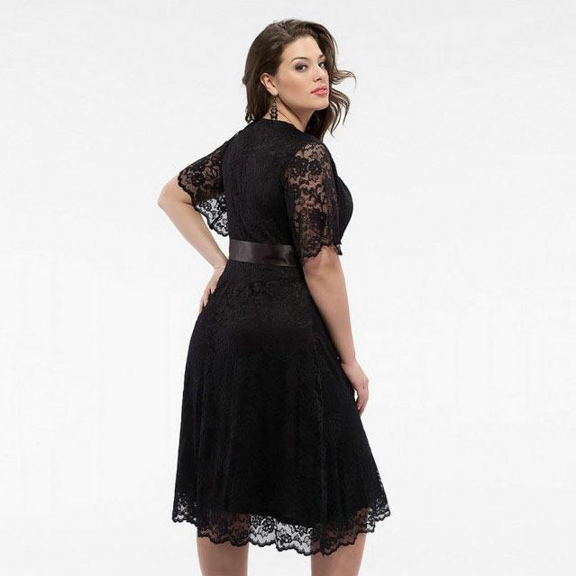 robe de soirée noire courte pour femme ronde en dentelle