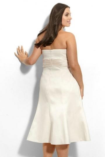9dc020eebf6 Robe meringue bustier simple courte pour femme ronde - Persun.fr