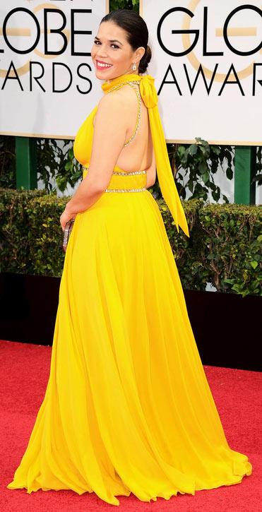 robe de gala à dos nu America Ferrera aux Golden Globes Awards