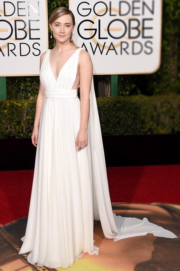 Robe de soirée sexy blanche cassée décolleté en V Saoirse Ronan aux Golden Globes Awards