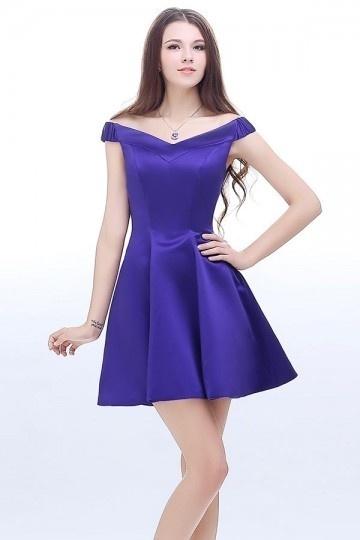 Robe de bal violette courte en satin épaules dénudées