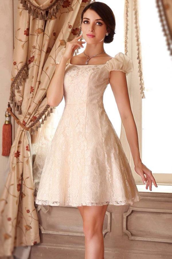 robe de mariée vintage courte crème en dentelle avec manche courte bouillonné