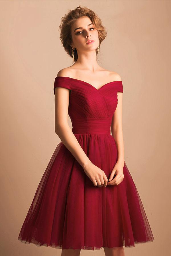 Robe rouge foncé courte pour cocktail de mariage avec épaule dégagée