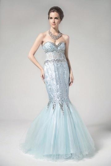 Robe de soirée sirène bleu bustier cœur ornée des strass
