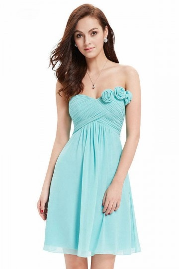 robe demoiselle d'honneur tuquoise courte bustier coeur orné de fleurs