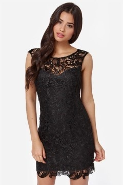 Petite robe noire dentelle col illusion dos échancré