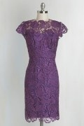 Kleines, violett geschnittenes Vintage-Kleid mit Flügelärmeln