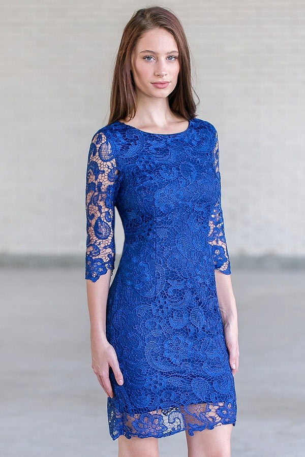 robe de cocktail courte bleu royale en dentelle moulante avec manche courte