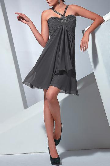 Robe de cocktail grise foncé empire avec bretelles au coeur ornée de strass