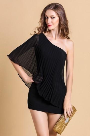 Petite robe noire moulante élégante plissée asymétrique en Mousseline