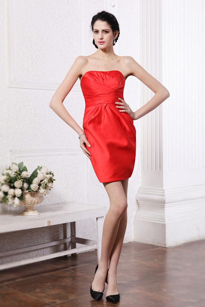 Robe cocktail rouge plissée moulante sans bretelle