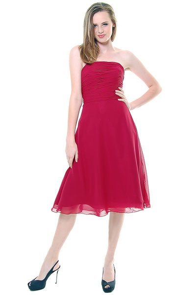 robe de cocktail mi-longue simple rouge bustier droit