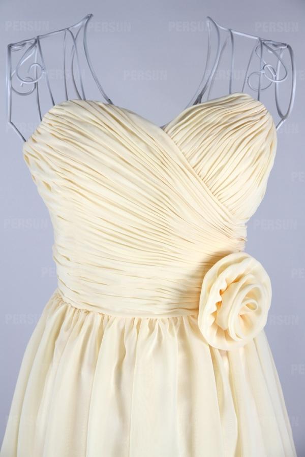 détails fleur fait main sur robe mousseline