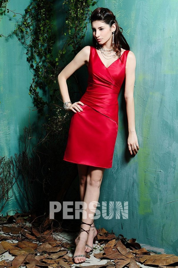 cea4262e3ead4 Chic Robe fourreau courte satin rouge pour aller à un mariage