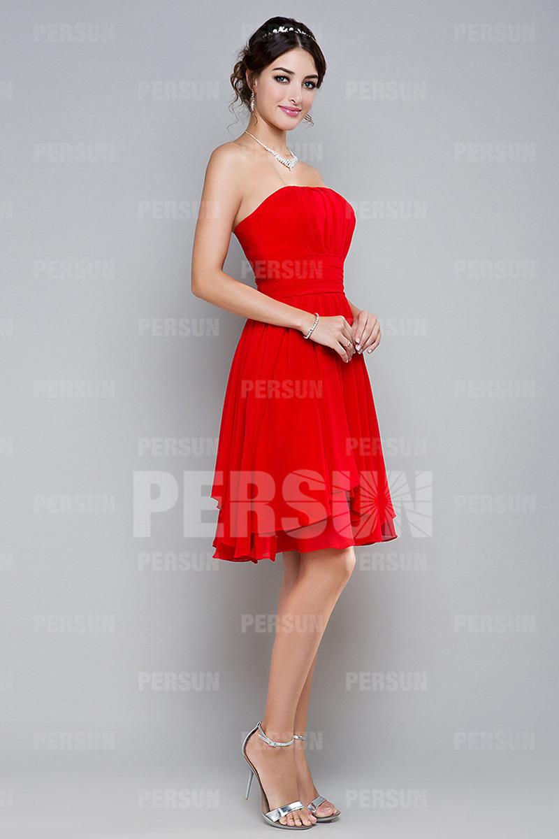 Robe cocktail rouge sans bretelle courte aux genoux