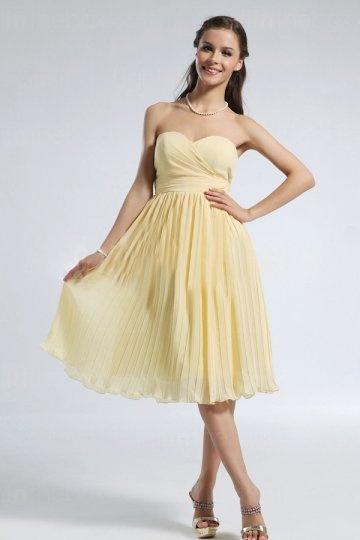 Robe demosielle d'honneur jaune pastel mi longue bustier coeur drapé jupe plissé