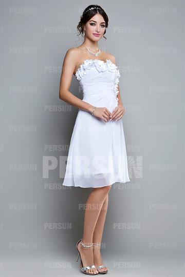 8fffb205af9 Robe courte pour soirée blanche bustier ornée de fleurs fait main ...