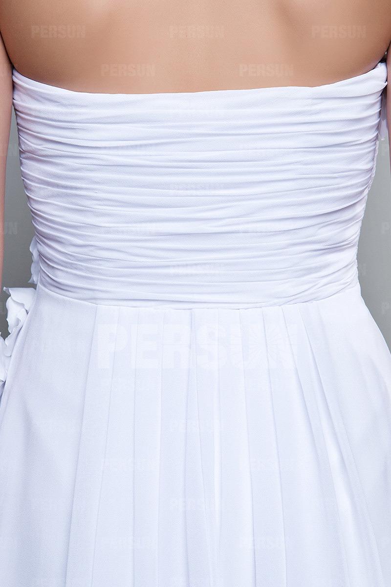 Petite robe blanche bustier plissé avec fleurs fait main pour cocktail de mariage