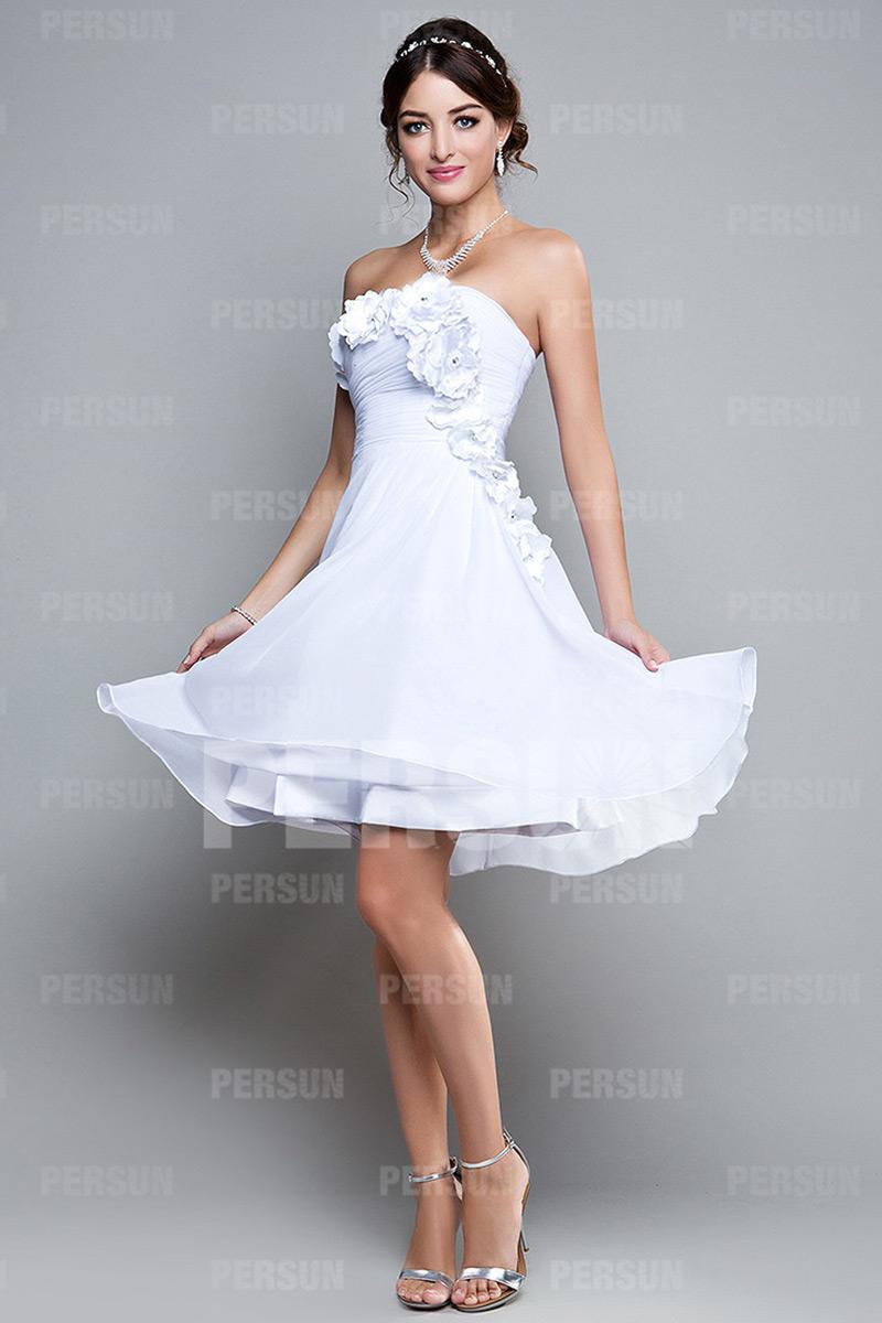 Robe courte pour soirée blanche bustier ornée de fleurs fait main