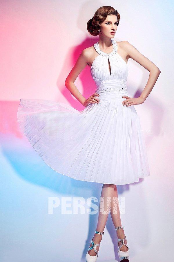 robe de soirée courte blanche bustier plissé col halter orné de bijoux