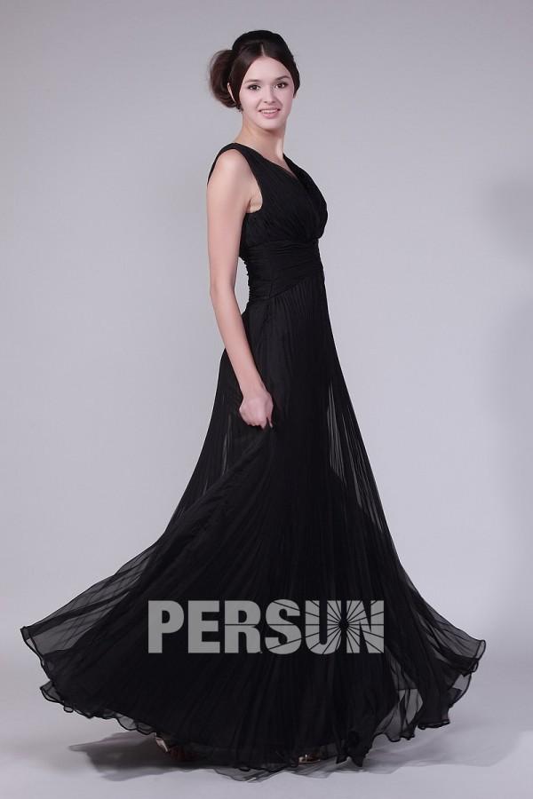 Longue robe de soirée noir sublime encolure en V plissés