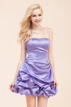Robe de cocktail bustier courte en satin lavande ruché