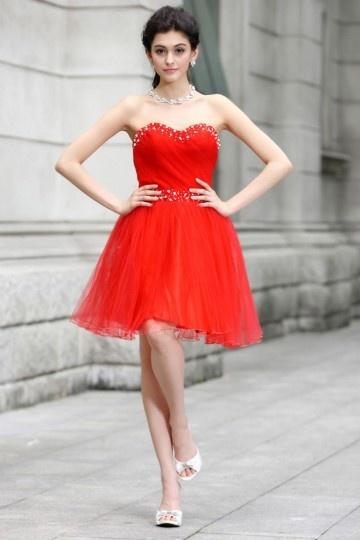 Robe rouge courte bustier cœur ornée de perles en tulle