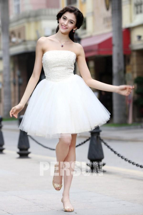 Mini robe de cocktail blanche bustier parsemé de bijoux à jupe évasée