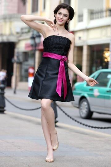 Petite robe noire bustier accessoirisée dune ceinture fuchsia – Persun.fr d15a1b010b0