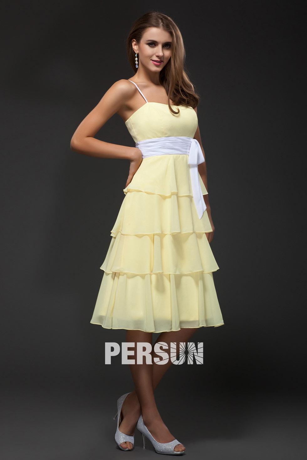robe en couleur maïs avec ceinture blanche