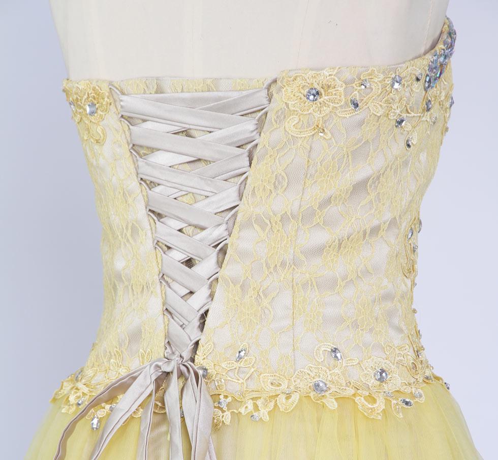 robe de soirée jaune courte avec laçage au dos