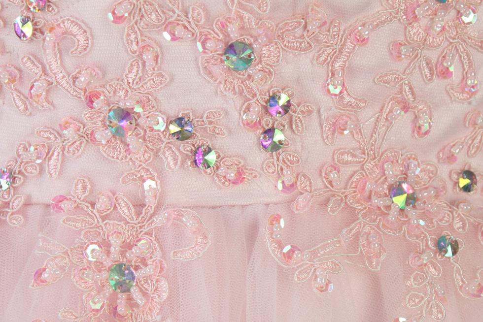 mini robe de cocktail rose appliquée dos découpée