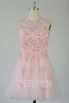 Petite robe rose à applique à col illusion dos largement découpé