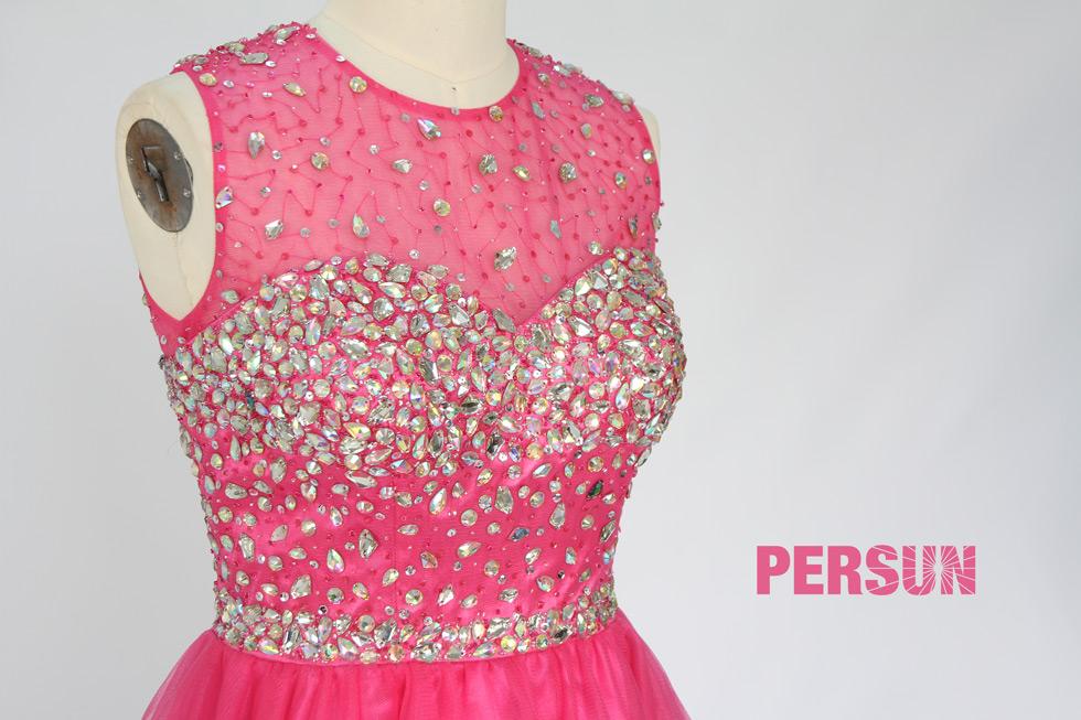 robe rose bonbon à haut orné de strass pour fête d'anniversaire