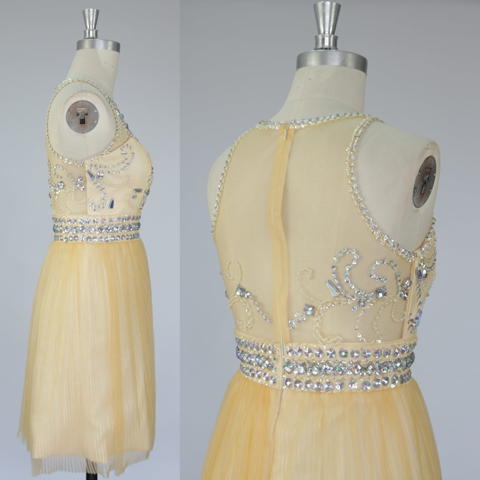 robe jaune avec strass embellies dos transparent