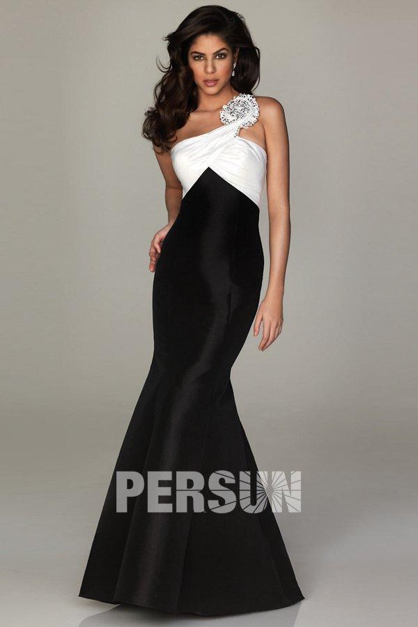 robe blanche et noire à style fourreau