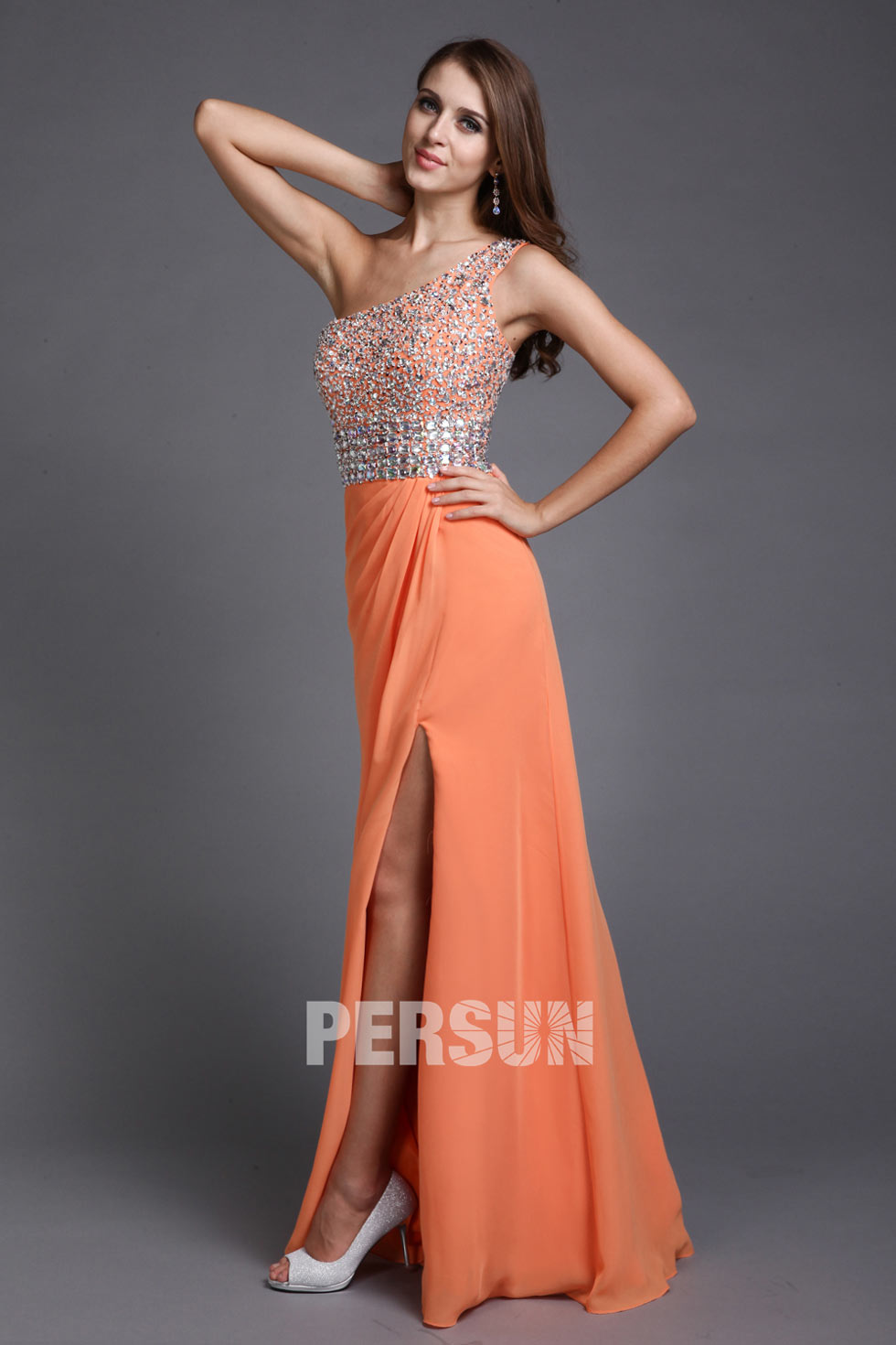 robe orange fendue à haut en strass et perles