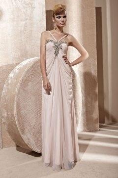 Robe de bal en Mousseline rose pour silhouette A ornée de strass décolleté V