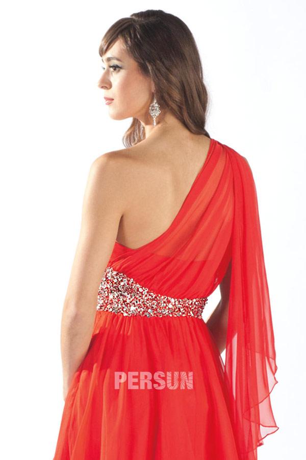 robe bal avec détail en cascade sur l'épaule
