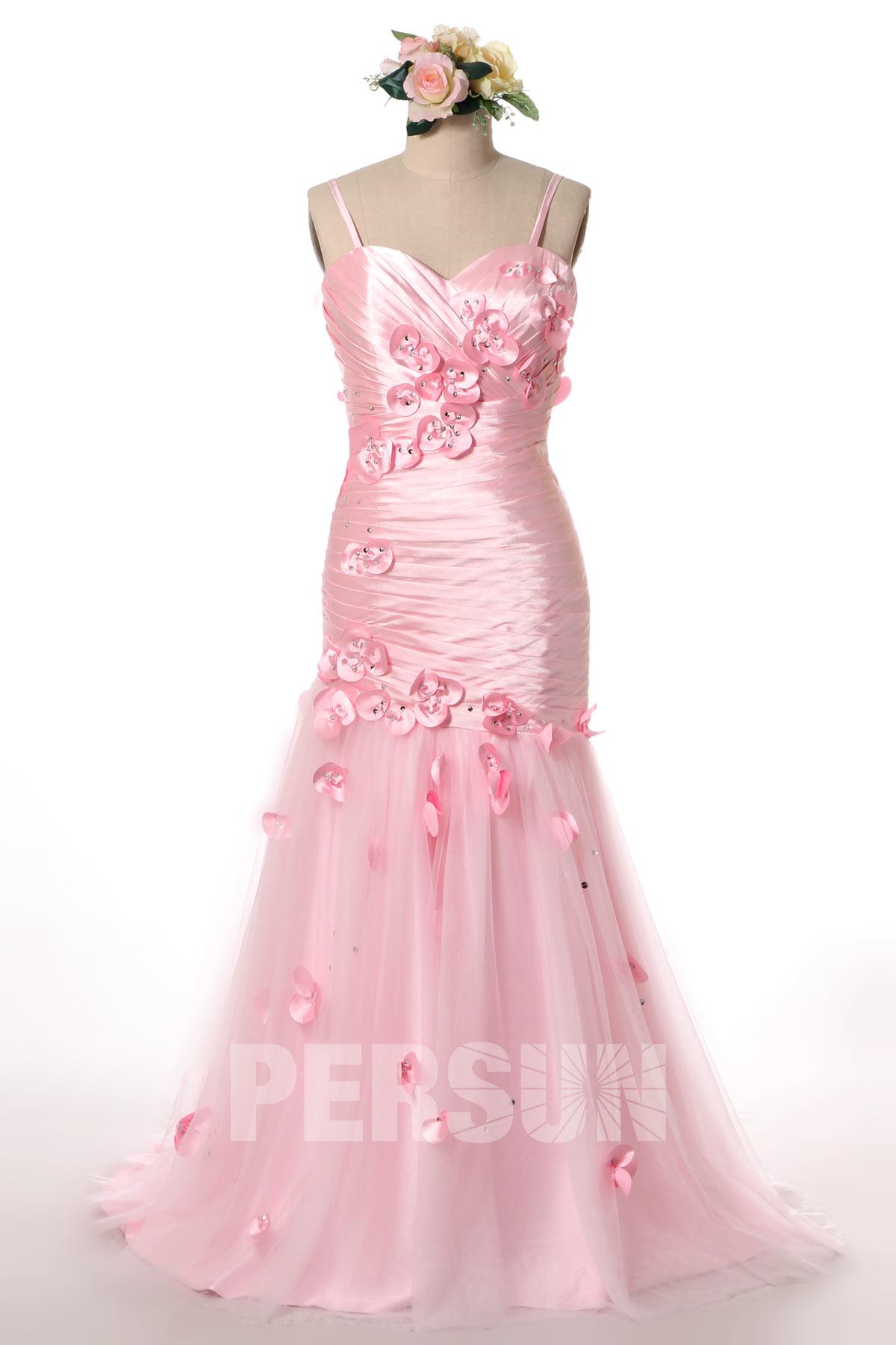 magnifique robe de soirée rose moulante sirène satin brillant pétales