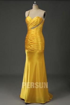 Robe de soirée moulante jaune asymétrique ornée de strass