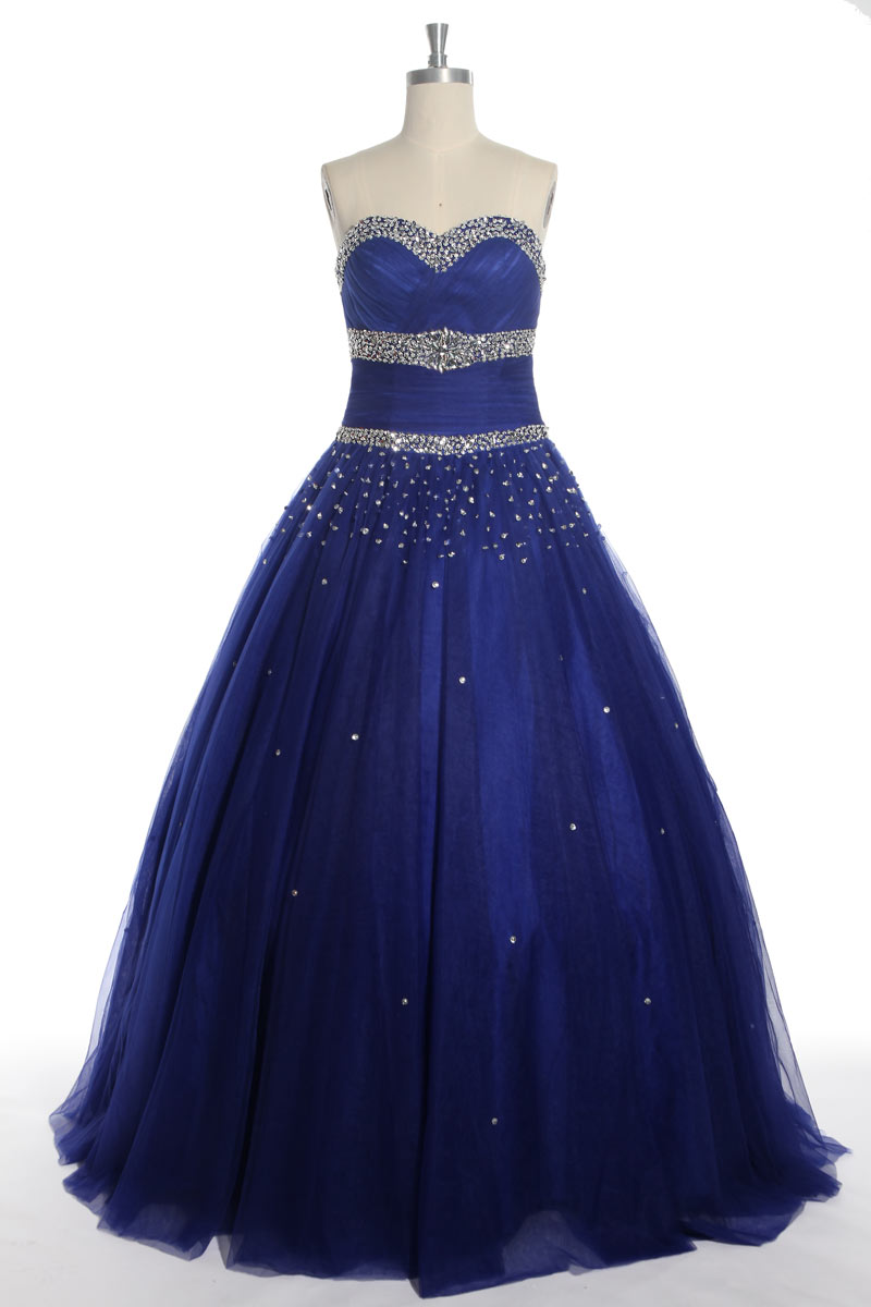 robe de soirée bleu princesse bustier coeur embelli de bijoux brillants