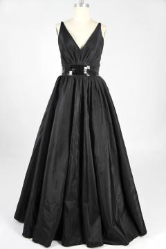 Robe de bal en taffetas noir pour silhouette A à dos nu décolleté V