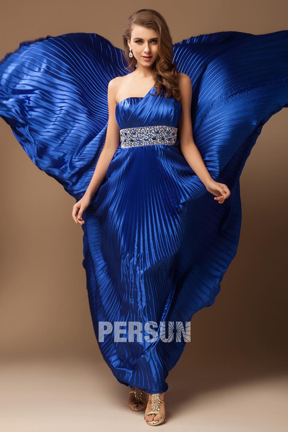 robe de soirée longue bleu roi asymétrique plissé taille ornée de bijoux