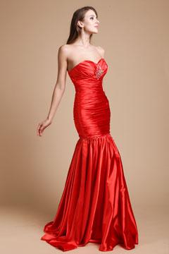 Robe longue rouge fourreau plissée bustier cœur