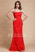 Robe rouge soirée simple avec bretelle longueur ras du sol fourreau