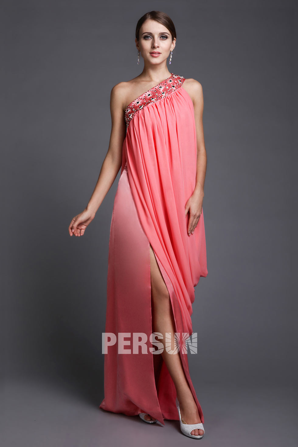 ac6eafecd01 Robe de soirée rose épaule asymétrique avec fente latérale drapé ...