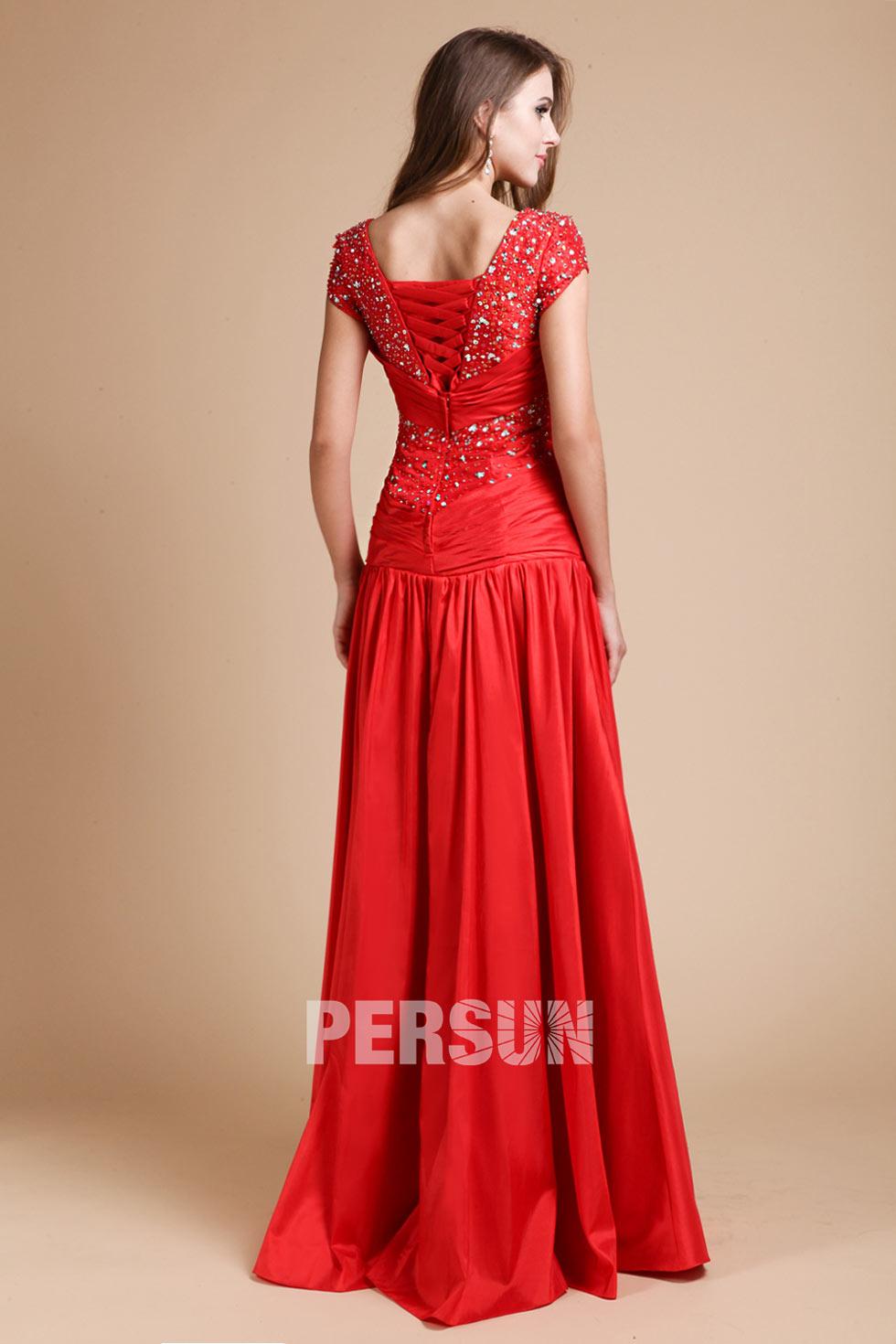 Robe soirée rouge longue ornée de strass avec laçage au dos