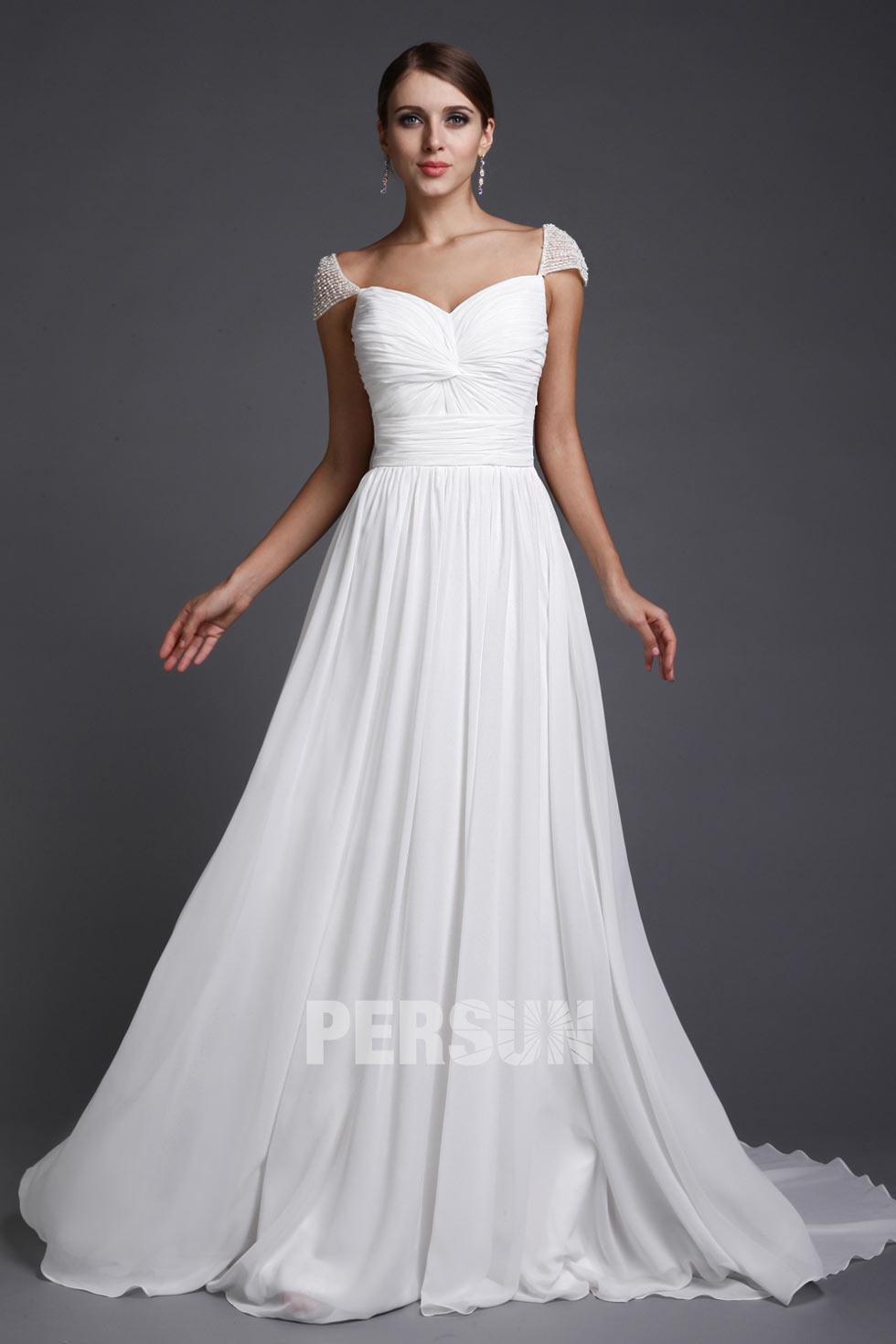 robe mariée longue simple décolleté coeur avec mancheron perlé